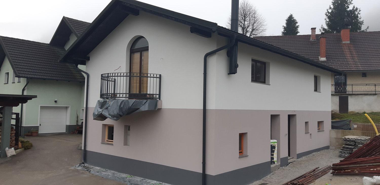 Obnova-fasade-na-starejsi-hisi-v-Izlakah-3
