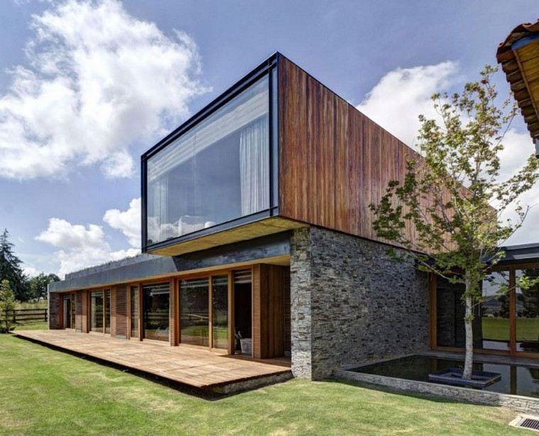 moderna fasada hiše - les in kamen